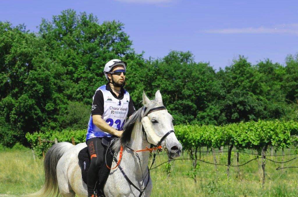 ERIK FUMI, una leggenda dell'ippica, è diventato cavaliere di endurance
